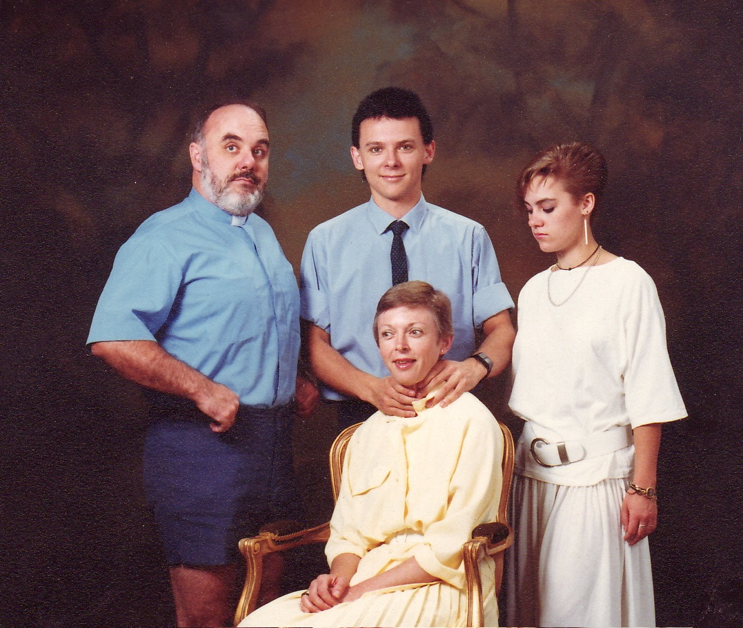 the most awkward family photos in the history of awkward